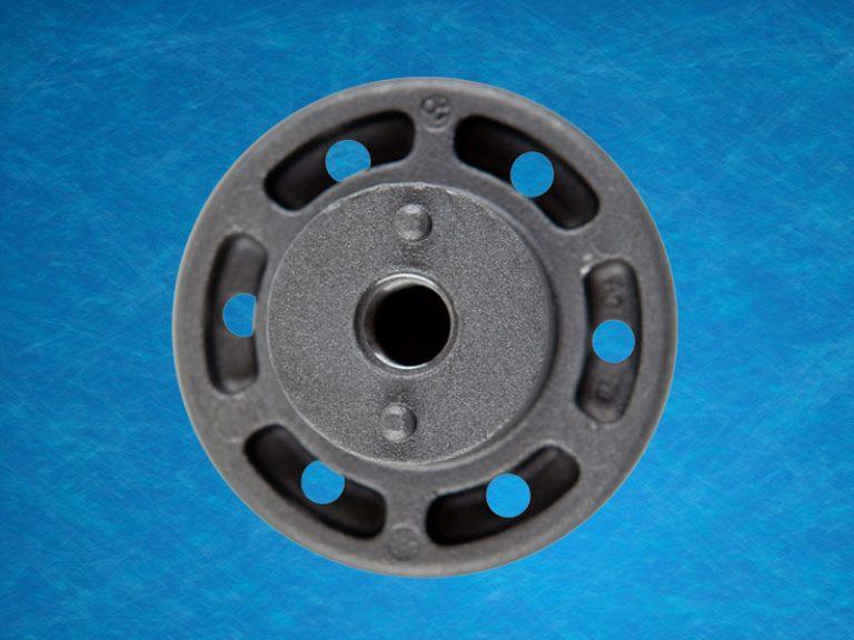 Engine mount main insert